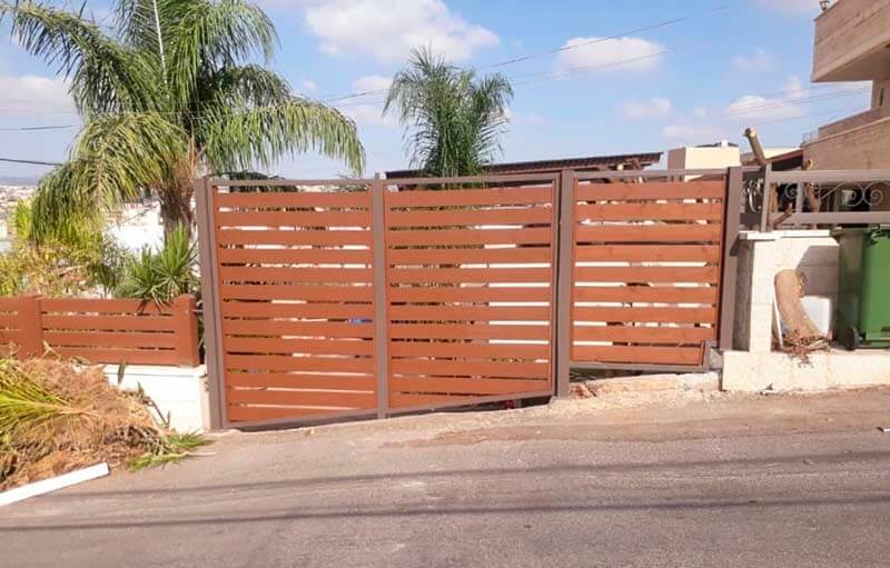 גדר עץ לגינה / לחצר - פרגולה לחניה עצי חזון