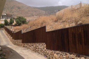 גדרות עץ ושערים